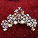spona-Šperk-M.G.-perly-diamanty-rubíny-a-polodrahokamy